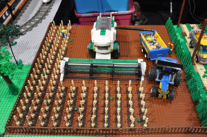 lego-combine-harvester-in-corn-field_20437992790_o