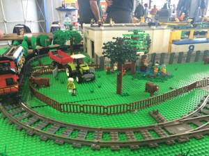 lego-farm-and-freight-train_21192223833_o