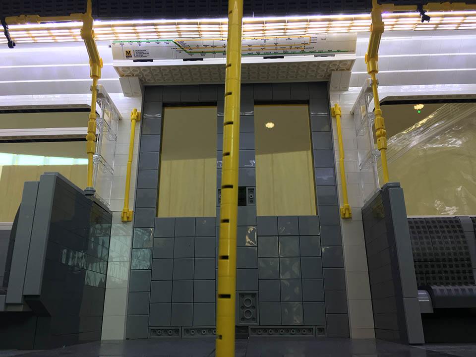 LEGO Metro - interior details